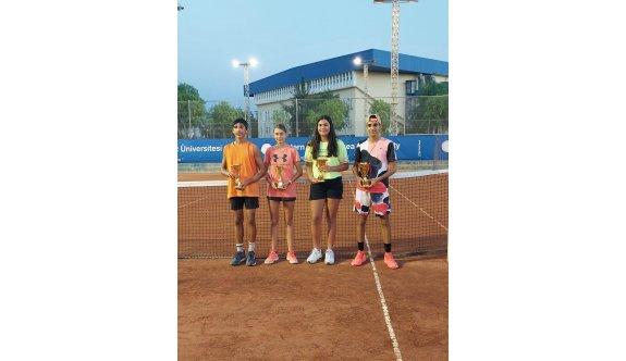 Tenisin birincileri Sevim ve Turgay