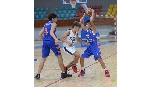 Basketbol U15'te mücadele sürüyor