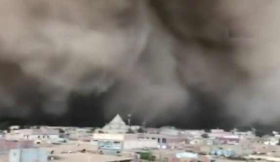 Cezayir'i kum fırtınası vurdu