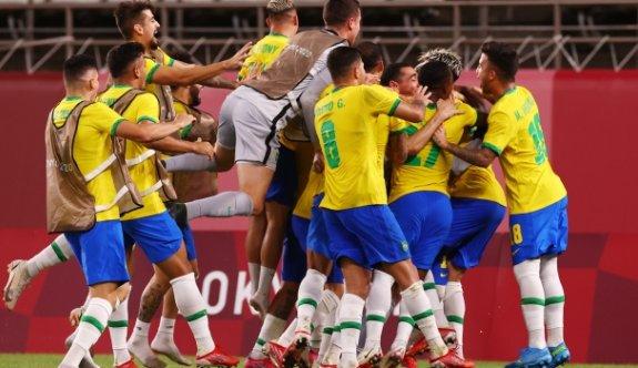 Erkekler futbolda finalin adı Brezilya-İspanya