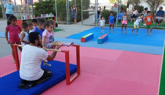 Lefkoşa'da açık alanda cimnastik eğitimi