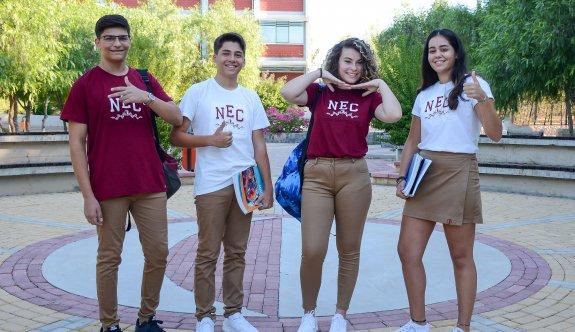 Yakın Doğu Koleji, öğrencilerini dünya ile rekabete hazırlıyor