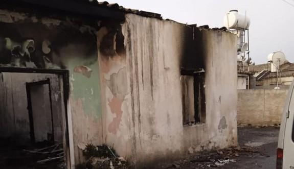 Zümrütköy'de bir ev sabaha yakın çıkan yangında kül oldu