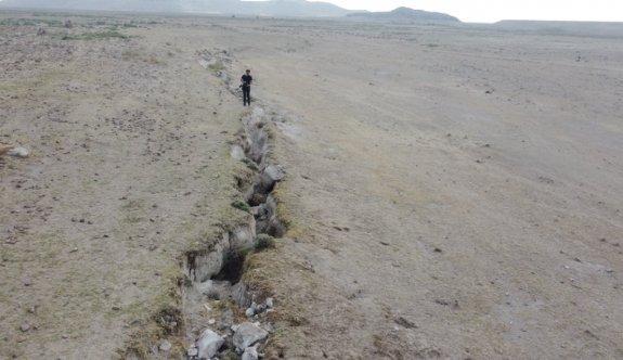 AFAD inceleme başlattı: Konya'da yağmur sonrası dev yarıklar oluştu