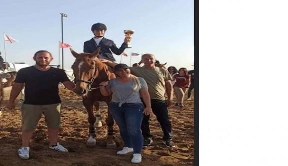 Atlar engel aştılar