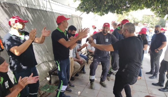 Çalıp oynayarak protesto