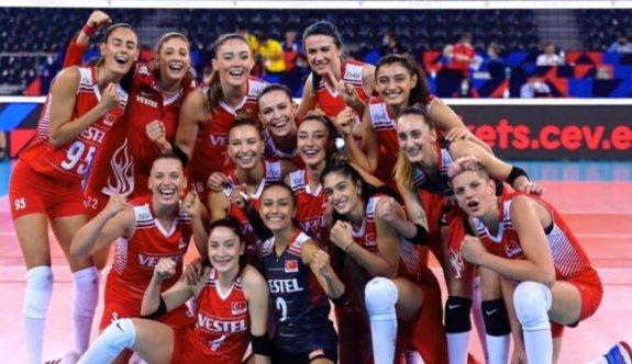 Dünyada Fırtınalar Estiren Türkiye A Milli Kadın Voleybol Takımının Başarılı Kadrosu
