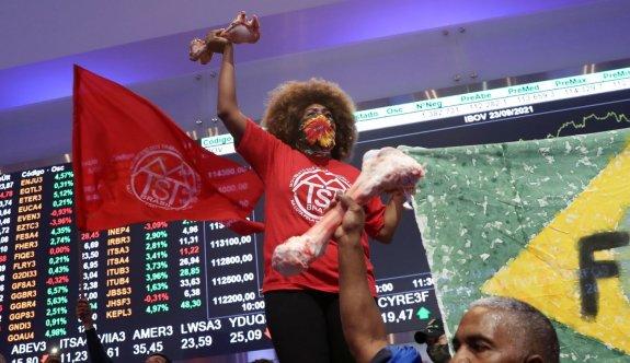 Ekonomik eşitsizliği protesto eden halk Brezilya'da borsa bastı