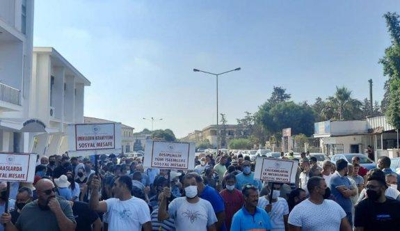Gazimağusa Belediyesi çalışanları süresiz grev başlattı