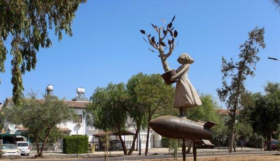 Lefkoşa'nın yeni heykelleri Dr. Fazıl Küçük Parkına yerleştirildi