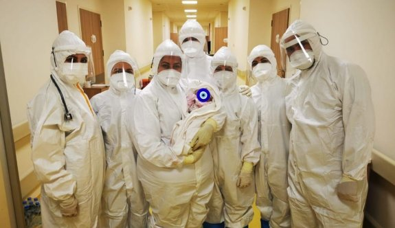 Pandemi Hastanesi'nde 'bebek' mutluluğu