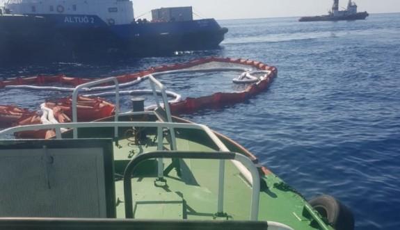 Petrol sızıntısını temizlemek için gemiler görevde