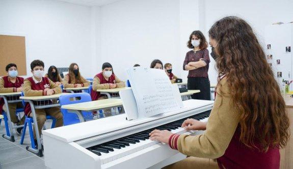 Yakın Doğu'da tüm öğretmenler aşılı