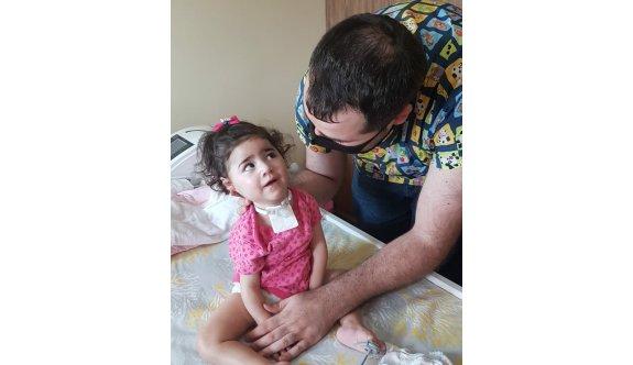 Asya bebeğe fizik tedavi