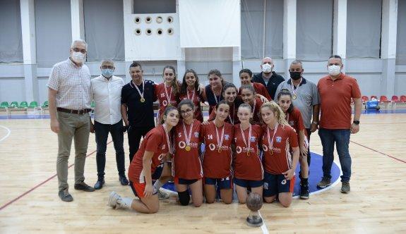 Kadınlar U17'de şampiyon GAÜ