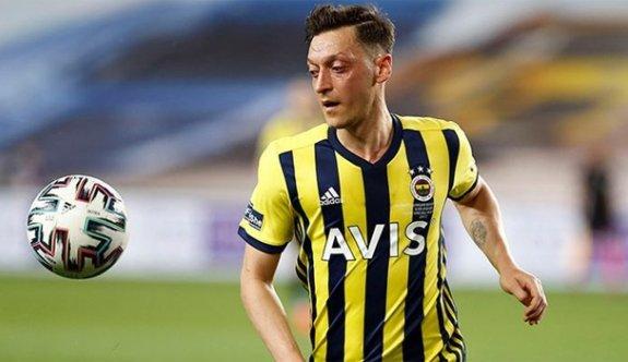 Mesut Özil'den Güney Asyalılar için futbol okulu