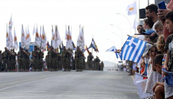 Tanklar, uçaklar ve askerlerle kutlama