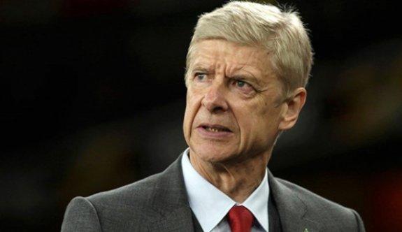 Wenger bir maçlığına kulübeye geri dönüyor