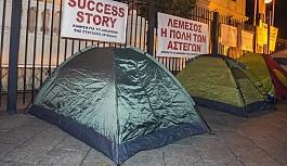 Limasol Kaymakamlığı önünde çadır eylemi yaptılar