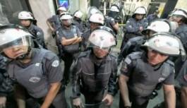 BREZİLYA'DA POLİS MEMURLARI MECLİSİ BASTI