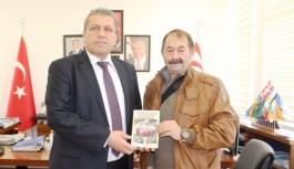 Zekai Altan yeni kitabı İsmail Arter'e sundu