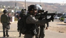 İsrail askerleri Filistinli tutukluları...