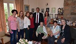 Sucuoğlu'ndan  ilk hemşirelerden Türkan Aziz'e ziyaret