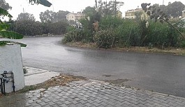 Yaz yağmuru Mağusa'da etkili oldu
