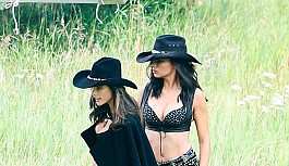 Adriana Lima kovboy oldu