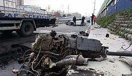 Kaza yapan lüks aracın motoru metrelerce...
