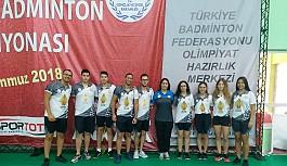 Badmintoncularımız, başarıya raket sallıyor