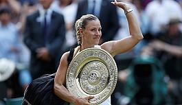 Wimbledon'ın kraliçesi Kerber
