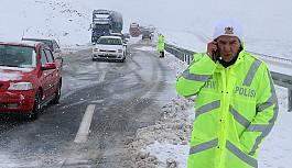 Doğu Anadolu'da yollar ulaşıma kapandı