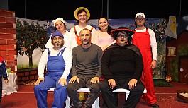 İskele Belediye Tiyatrosu'na en iyi çocuk oyunu ödülü