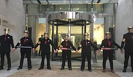 Göstericiler Londra Borsası'nı işgal...
