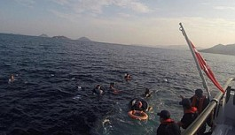 Bodrum açıklarında kaçak teknesi battı