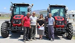 Çim lastiği kullanma özellikli traktörler...