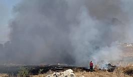 Sanayi bölgesinin dışındaki çöplük yanıyor
