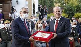 Ersin Tatar, törenle, Akıncı'dan görevi devraldı