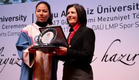 DAÜ'de 1400 mezun diplomasını aldı