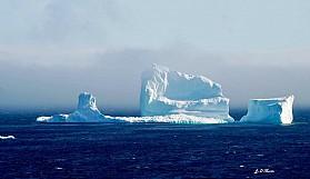 Trilyon tonluk buz dağı koptu