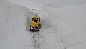 10 metreye varan karı kepçe ile ölçtüler