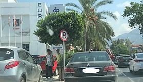 Trafik işaretinden anlayan yok