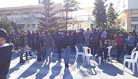 Öğrenciler sınavda, aileler dışarda terledi