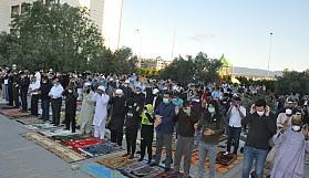 Ramazan Bayramı ile toplu ibadetler de başladı
