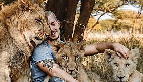 Kendini vahşi hayvanlara adadı