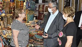 Akıncı, Arasta bölgesinde bayram ziyareti yaptı