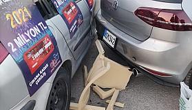 Dikkatsiz sürücü bilet satıcısını eziyordu
