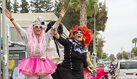Limasol'da Covid-19'u hiçe sayan karnaval