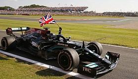 Hamilton 10 saniye cezasına rağmen kazandı